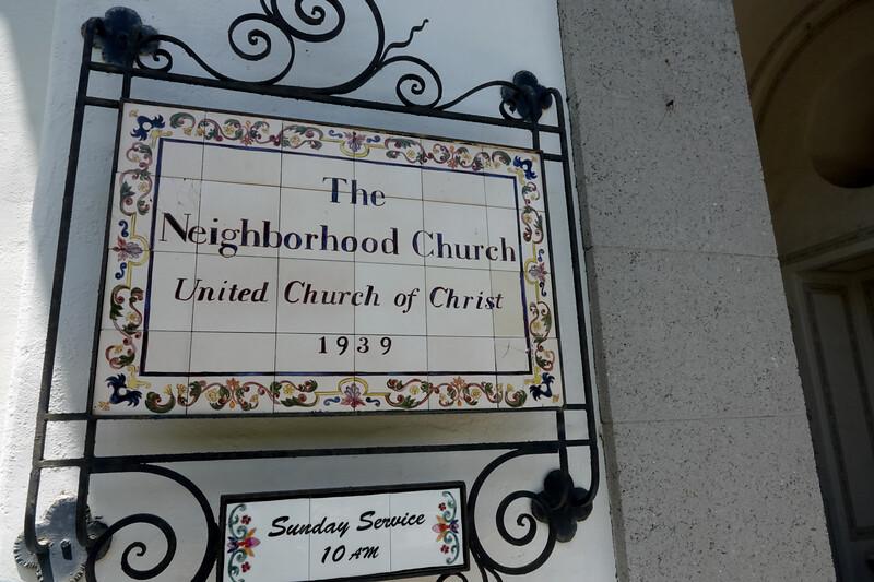 The Neighborhood Church of Palos Verdes Estates is a former home