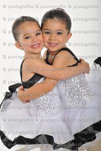 pk2335 Castillo Sisters