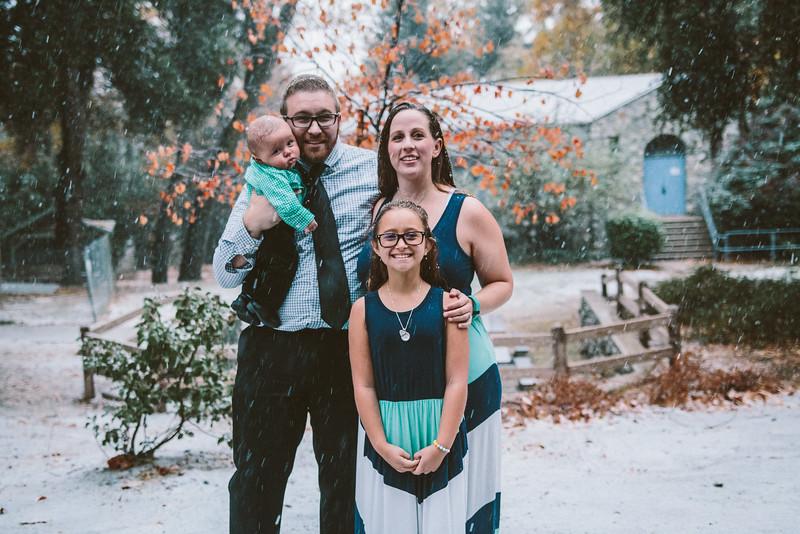 11-27-16 Becky & Douge Family Photo Session Oak Glen in the Snow-9000.jpg