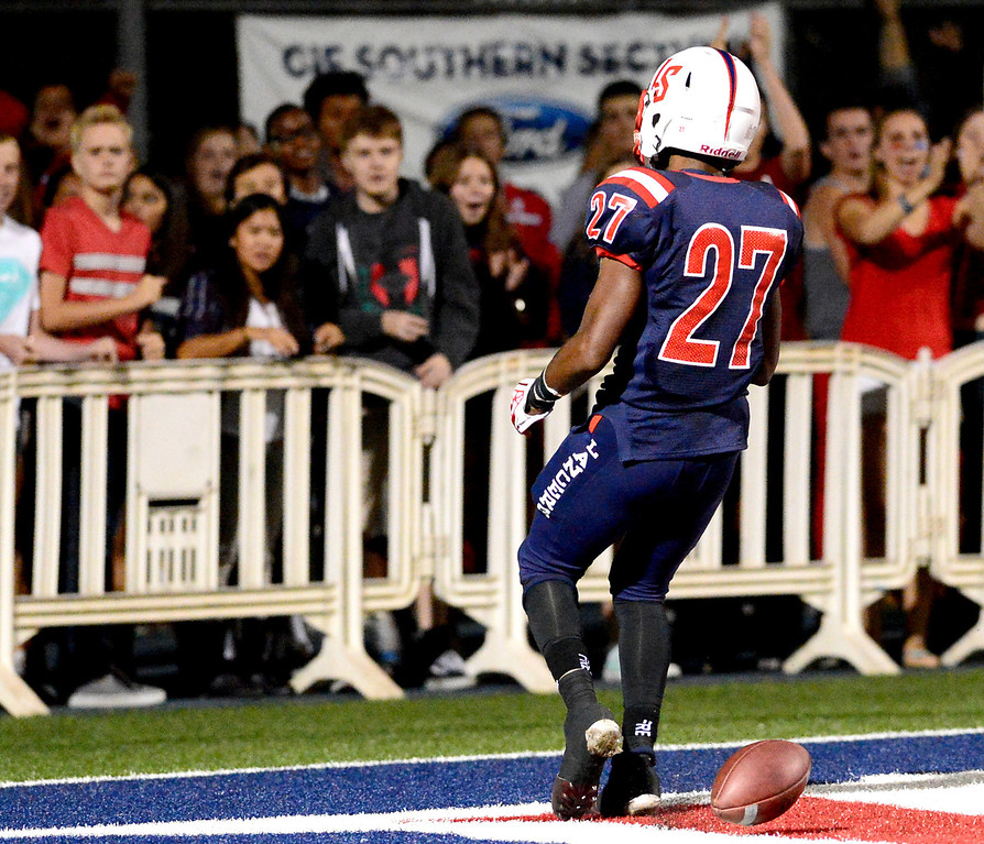 . Maranatha plays La Salle in a prep football game Friday night, September 20, 2013 at La Salle High School in Pasadena. (Photo by Sarah Reingewirtz/Pasadena Star-News)
