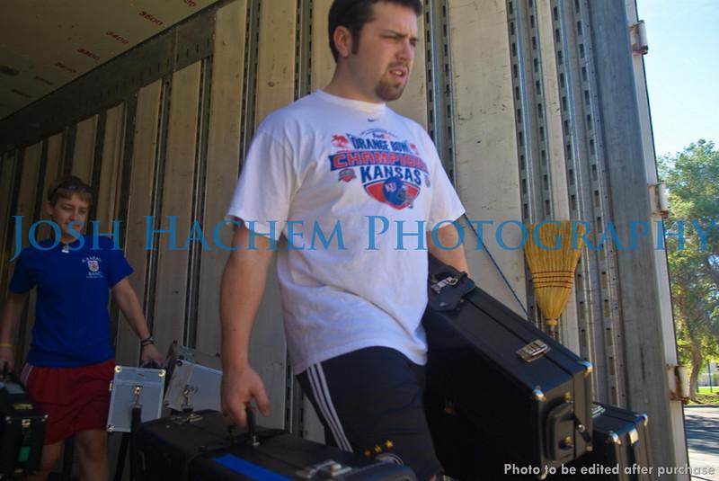 12.29.2008 Unloading the Truck (29).jpg