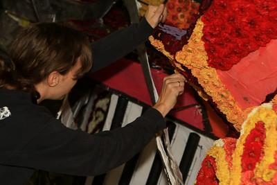 Bloemencorso 2008 - Steken van de bloemen