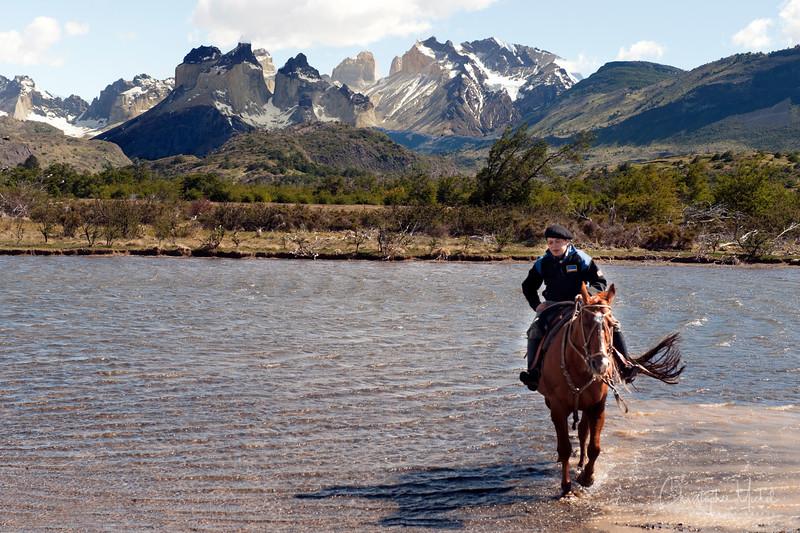 091214_torres_del_paine_riding_5495.jpg