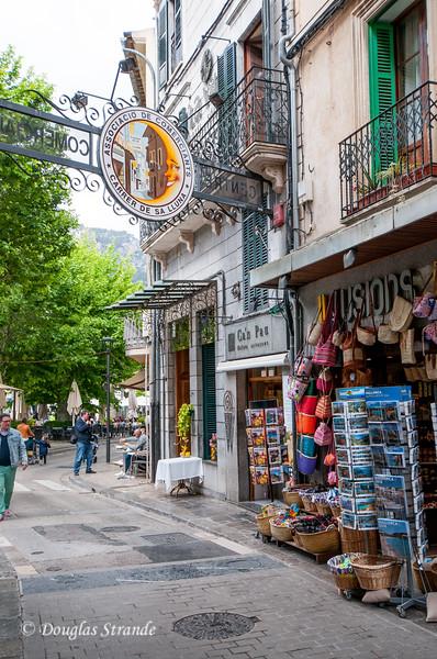 Shopping in Soller, Mallorca