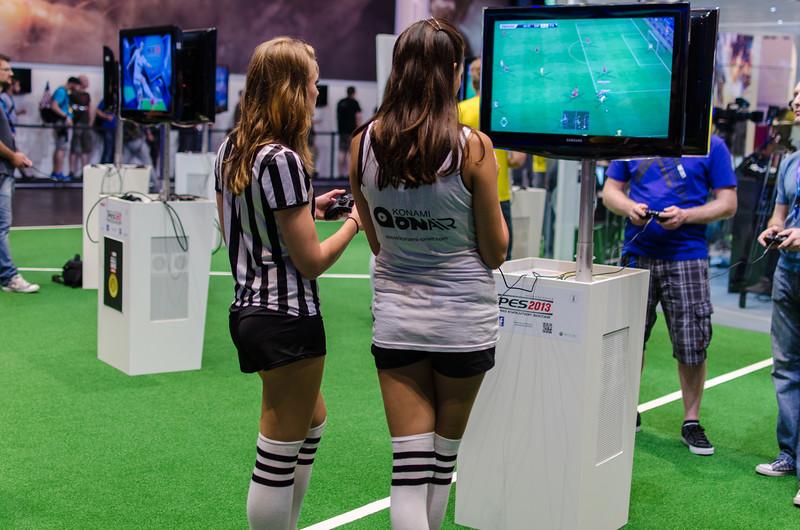 Soccer girls @ Gamescom 2012
