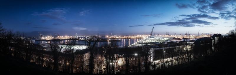 Ausblick Altona Balkon Hamburg am Abend