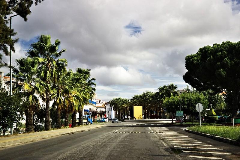 Děláme si zastávku ve městě Ourique, které nás lákalo směrovkou na vyhlídku. Ani jsme netušili, že se jedná o poměrně slavné město, u kterého v roce 1139 údajně portugalský princ Afonso Henriques porazil maurská vojska.