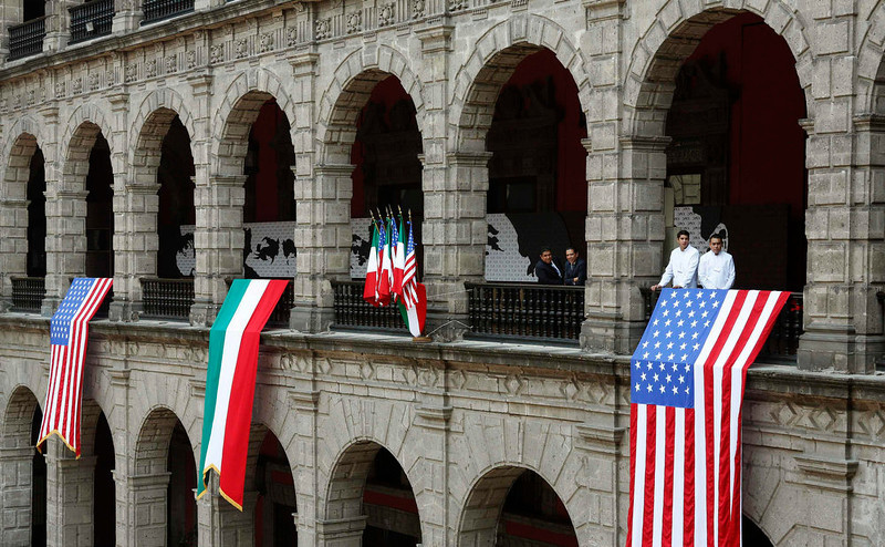 . U.S. and Mexican (C) flags are displayed at the National Palace where U.S. President Barack Obama and his Mexican counterpart Enrique Pena Nieto were meeting, in Mexico City May 2, 2013. Obama arrived in Mexico on Thursday for a visit he hopes will draw attention to Mexico\'s emerging economic might, even as worries about containing drug-trafficking and related violence remain an inescapable subtext.  REUTERS/Kevin Lamarque