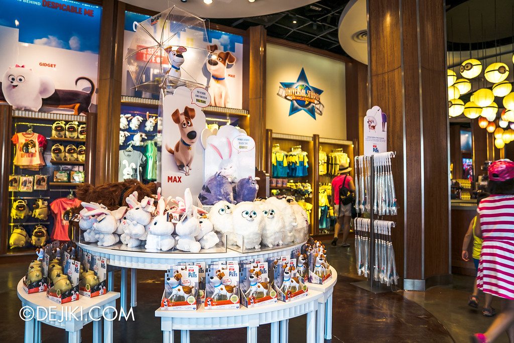 Universal Studios Singapore - Park Update September 2016 / Secret Life of Pets store display 2