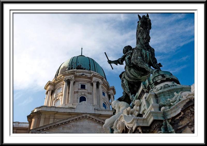 palace-statue2 (56495796).jpg