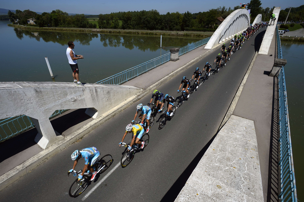 . Italy\'s Vincenzo Nibali (2ndL) rides in the pack behind his Kazakhstan\'s Astana teammates during the 185.5 km twelfth stage of the 101st edition of the Tour de France cycling race on July 17, 2014 between Bourg-en-Bresse and Saint-Etienne, central eastern France. (LIONEL BONAVENTURE/AFP/Getty Images)