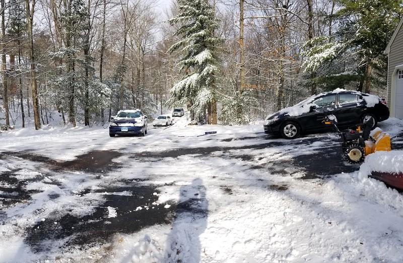 2017-12-25 Christmas Day Snow Driveway Cars V(3).jpg