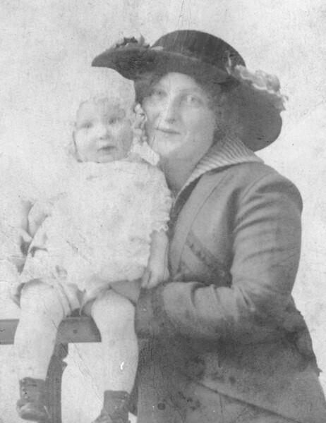 Mauree and Clara 1914