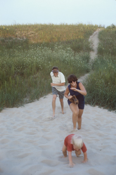 1978-08 Chuck, Sue, Jennie.jpg