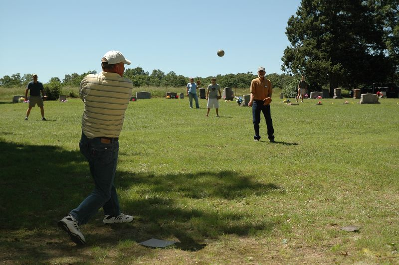 Glen hits the ball straight at Ronnie.
