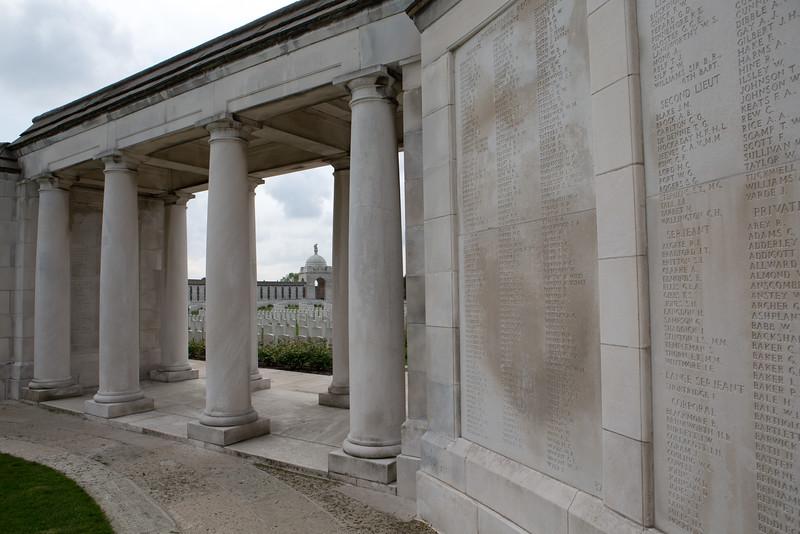 Ypres Tyne Cot Cemetery (37 of 123).jpg