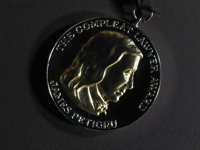 074-1401 COMPLEAT LAWYER MEDAL