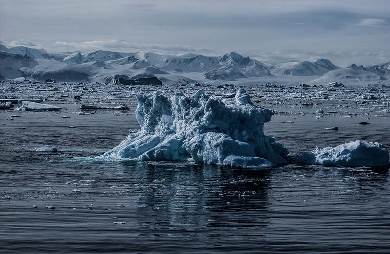 crossing antarctic circle 8-Edit.JPG