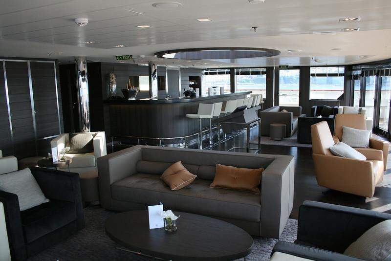 2011 - On board M/S L'AUSTRAL : panoramic lounge, deck 6 Mahè.