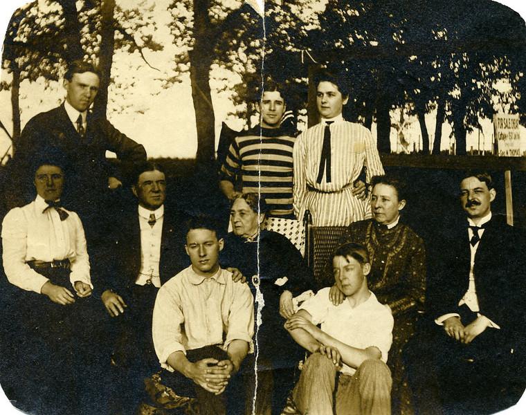 Thomas family & mother.jpg