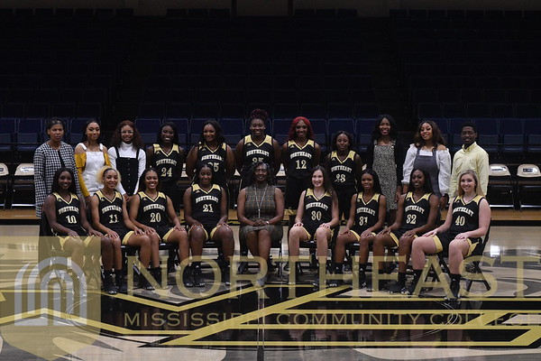 2019-11-04 WBB Women's Team Photo - Black Uniforms with Coaches