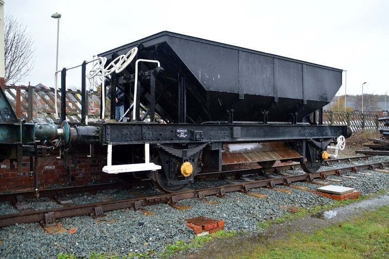 DB983101 24t Ballast Dogfish at Oswestry   28/11/15