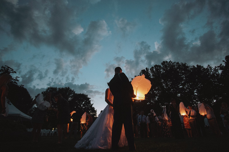 The groom lighting the Chinese lantern.