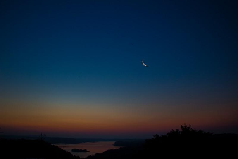7.20.17 - Beaver Lake: Luna and Venus rising.