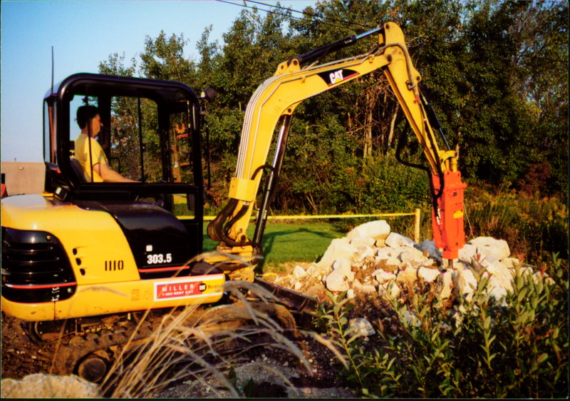 NPK E203 hydraulic hammer on Cat mini excavator at NPKCE (8).JPG
