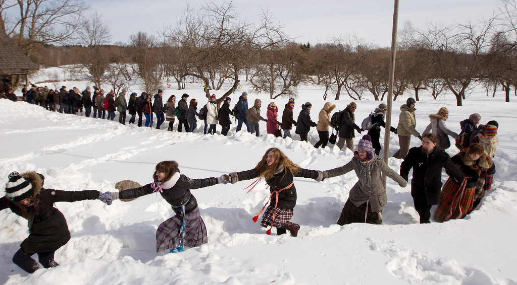 """. Belarussian people take part in a Slavic \""""Spring welcome\"""" festival in the village of Viazynka, about 40km (25 miles) northwest of Minsk, March 23, 2013.  REUTERS/Vasily Fedosenko"""
