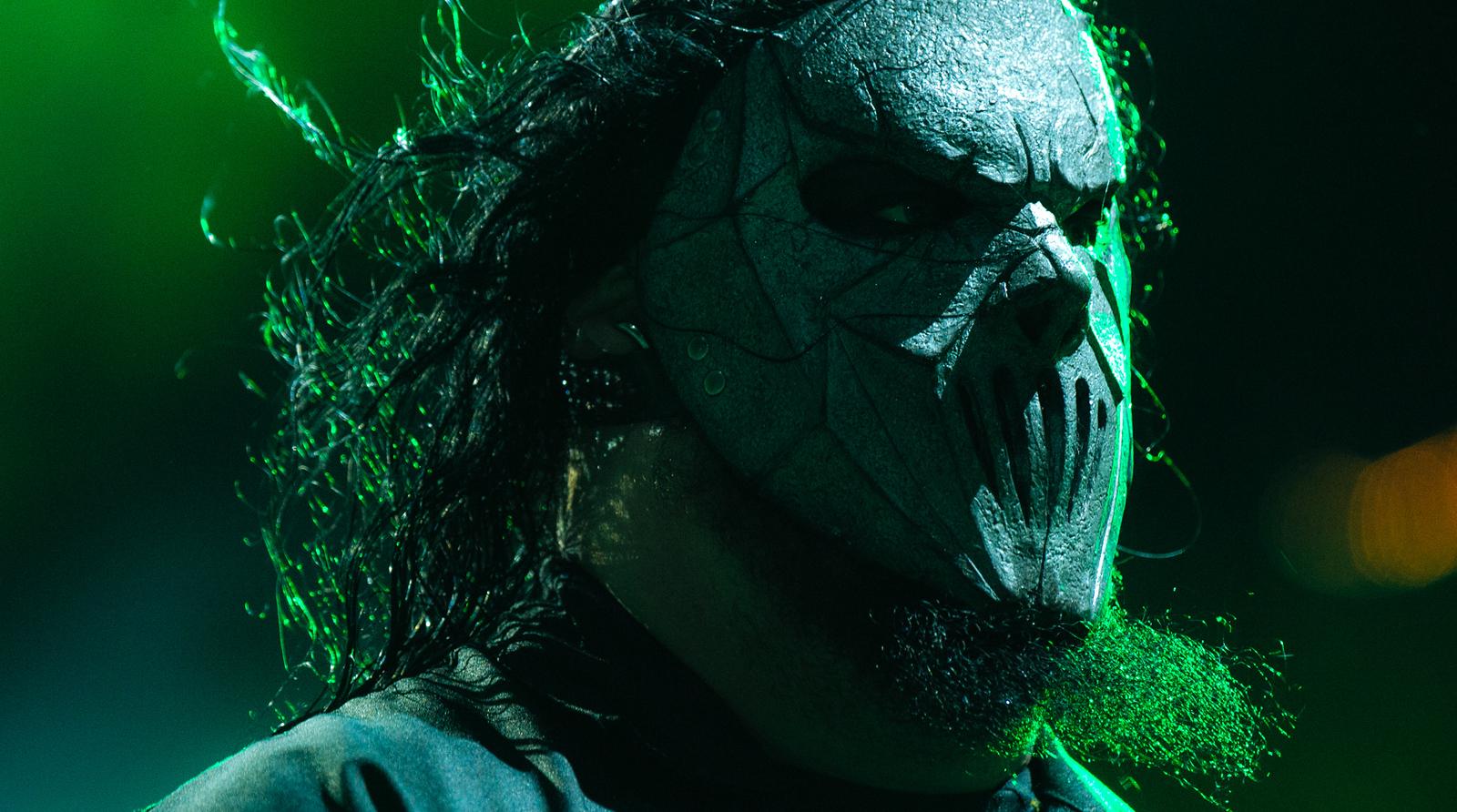 Mick Thomson of Slipknot by Adam Elmakias at Knotfest 2015