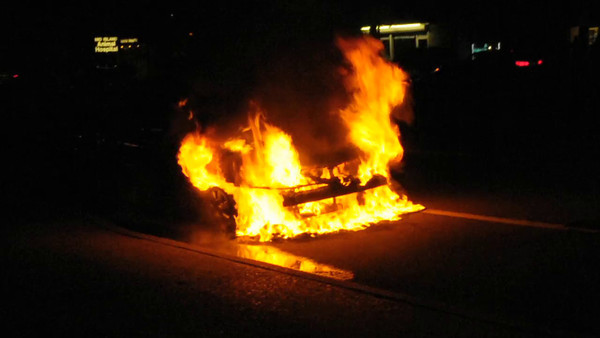 HICKSVILLE FD CAR FIRE OLD COUNTRY RD & VIDEO