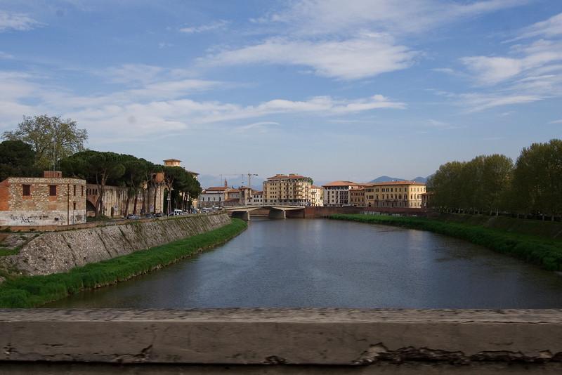 Arno through Pisa.jpg