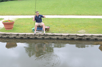 Johnny Wilkins practices to break fishing record