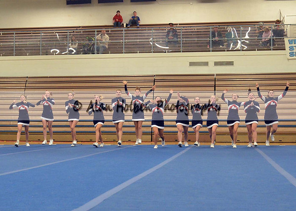 Cheer at LCC - Lakewood Varsity - Round 1 - Jan 25