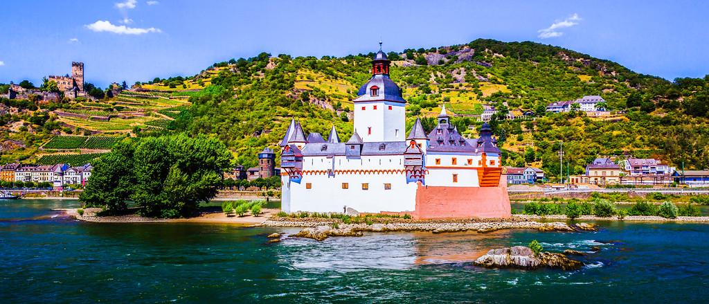 畅游莱茵河,城堡面前过