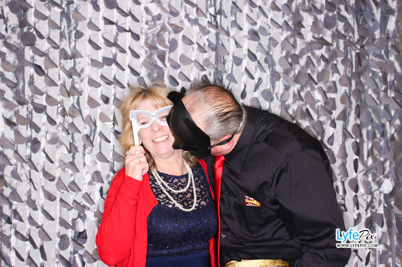 red-hawk-2017-holiday-party-beltsville-maryland-sheraton-photo-booth-0153.jpg