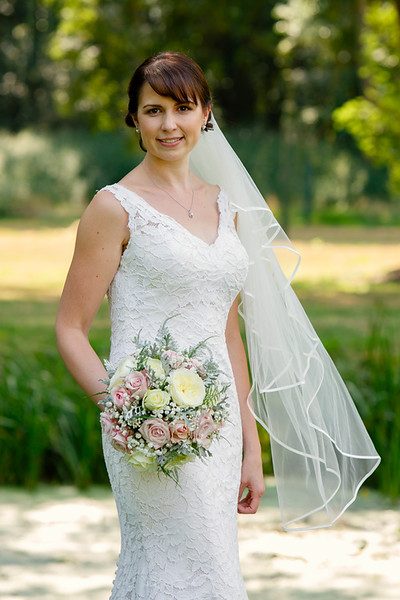 wedding-photographer-bride-portrait-eastongrange-(23).jpg