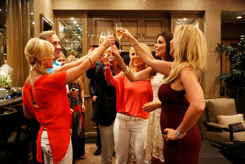 """. REAL HOUSEWIVES OF ORANGE COUNTY -- \""""All Housewives Clam Bake at Rachel\'s\"""" -- Pictured: (l-r) Tamra Barney, Terry Dubrow, Gretchen Rossi, Heather Dubrow, Vicki Gunvalson -- (Photo by Vivian Zink/Bravo)"""
