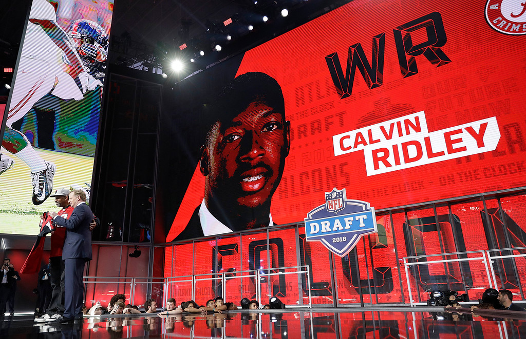. Commissioner Roger Goodell poses with a fan after Alabama\'s Calvin Ridley was selected by the Atlanta Falcons during the first round of the NFL football draft, Thursday, April 26, 2018, in Arlington, Texas. (AP Photo/David J. Phillip)