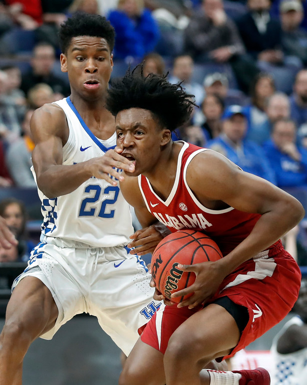. Alabama\'s Collin Sexton, right, heads to the basket as Kentucky\'s Shai Gilgeous-Alexander (22) defends during the first half of an NCAA college basketball game in the semifinals of the Southeastern Conference tournament Saturday, March 10, 2018, in St. Louis. (AP Photo/Jeff Roberson)
