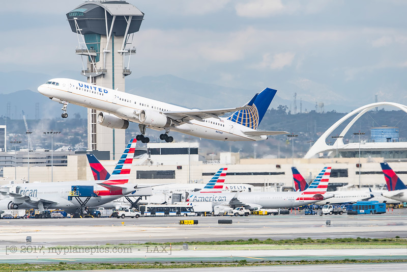 F20170218a143955_4776-Boeing 757-224-United-N41140.jpg