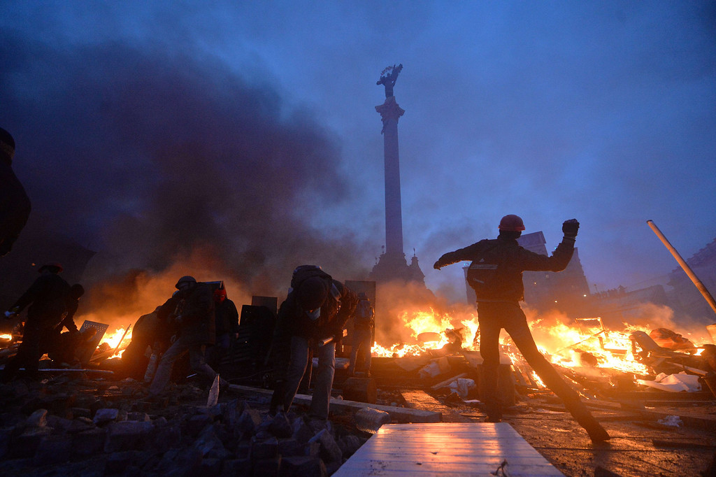 . Anti-government protesters clash with the police on Independence Square in Kiev early on February 19, 2014.   AFP PHOTO/SERGEI  SUPINSKY/AFP/Getty Images