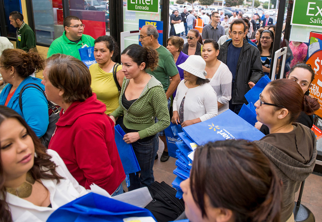 . Shopper pour into the Walmart Neighborhood Market during their grand opening at 1425 N. Hacienda Boulevard in La Puente, Calif. October 2, 2013.  (Staff photo by Leo Jarzomb/SGV Tribune)
