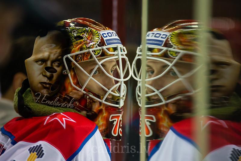CSKA Moscow vārtusargs Proskuryakov Ilya (73) vēro spēli