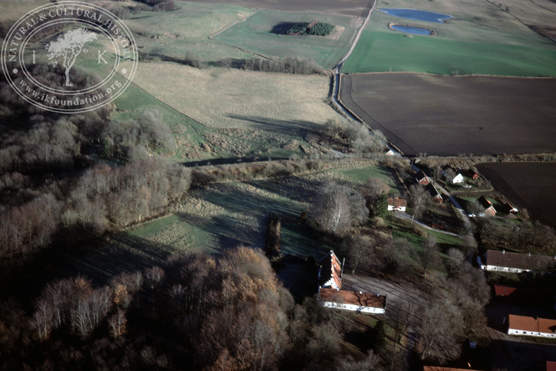 Torups Gård, south Ravlunda, farmland with ponds - with plantations and prehistoric remains (20 November, 1988). | LH.0299
