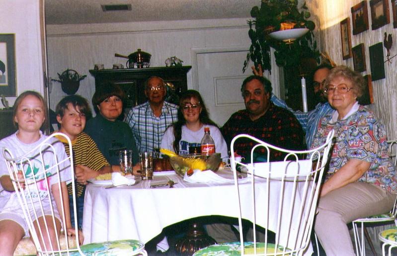 Sophie,Mikey,Michelle,Wayne,Crissy,Mike,Dave,Bonnie, 1995 .jpg
