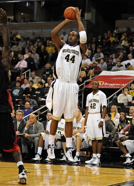 Weaver jump shot.jpg