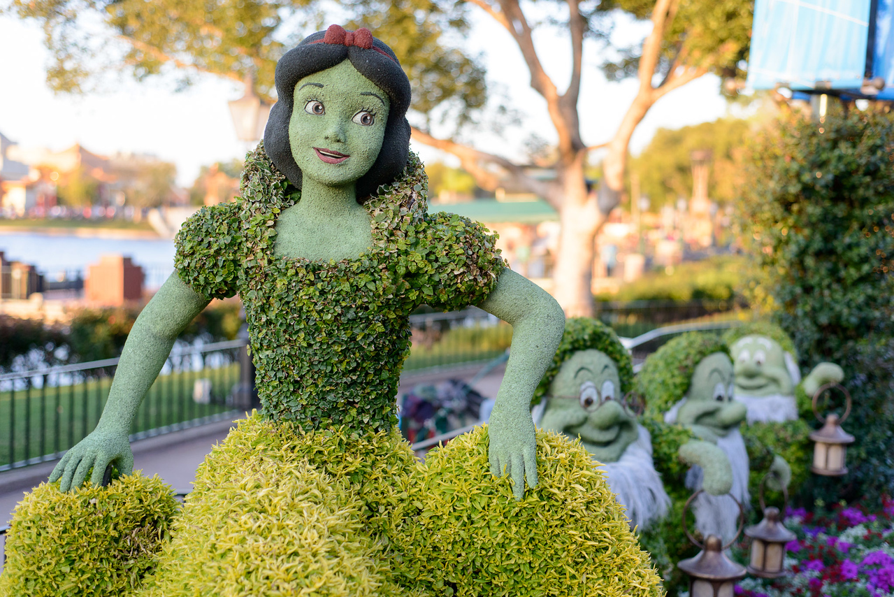 Snow White and Seven Dwarfs Topiary - Epcot Flower & Garden Festival 2016