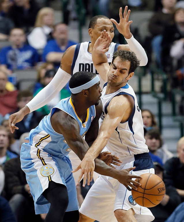 . Dallas Mavericks\' Jose Calderon, right, and Shawn Marion, background, defend Denver Nuggets\' Ty Lawson during the second half of an NBA basketball game Monday, Nov. 25, 2013, in Dallas. Denver won 110-96. (AP Photo/Brandon Wade)